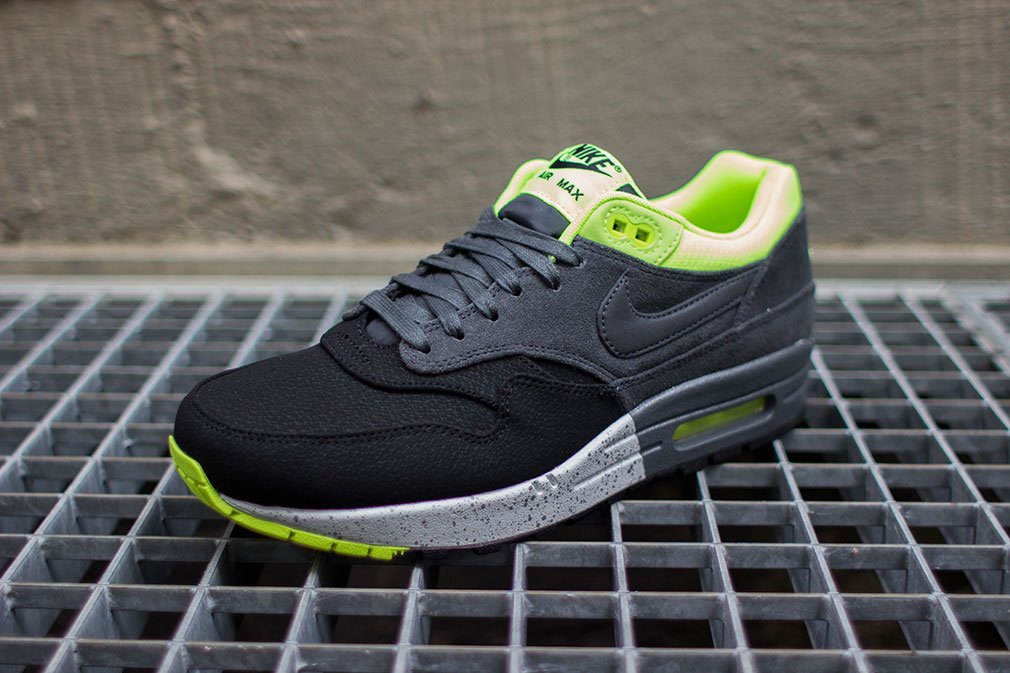 nike-air-max-1-prm-black-anthracite-volt-3