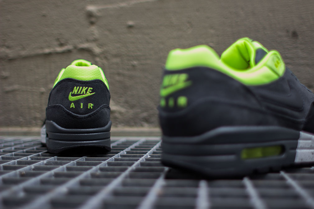 nike-air-max-1-prm-black-anthracite-volt-4