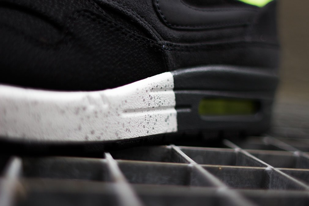 nike-air-max-1-prm-black-anthracite-volt-5