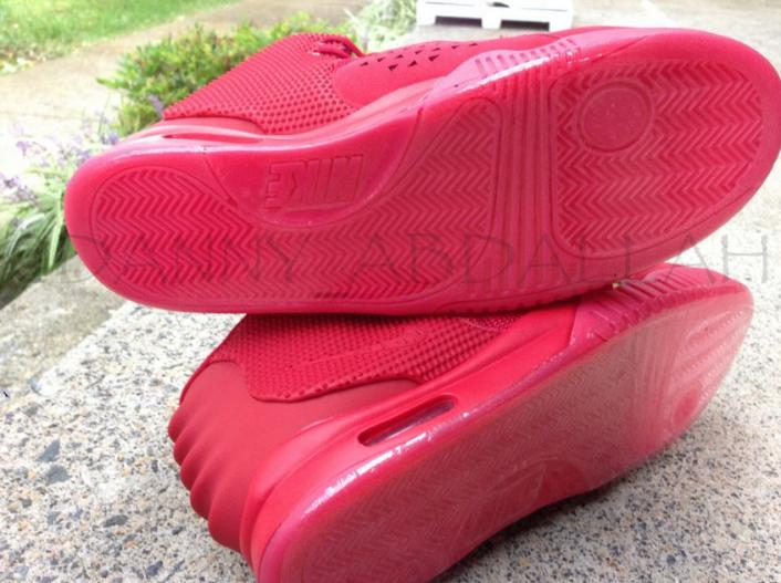 nike-air-yeezy-2-red-october-new-images-5