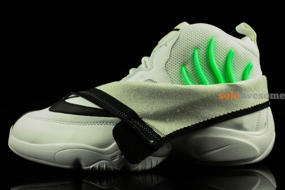 nike-air-zoom-flight-the-glove-white-black-new-images-3