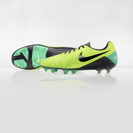 nike-football-introduces-new-high-visbility-collection-10