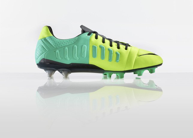 nike-football-introduces-new-high-visbility-collection-11