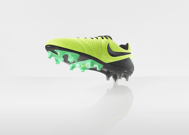 nike-football-introduces-new-high-visbility-collection-12
