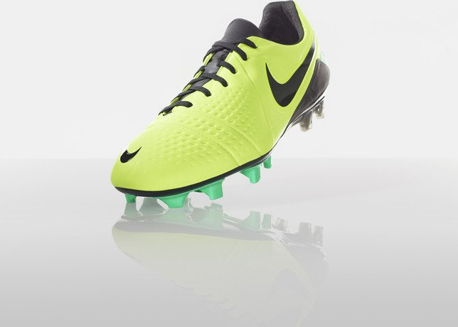nike-football-introduces-new-high-visbility-collection-13