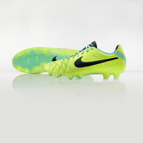 nike-football-introduces-new-high-visbility-collection-14