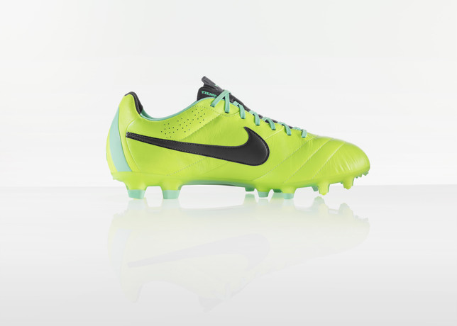 nike-football-introduces-new-high-visbility-collection-15
