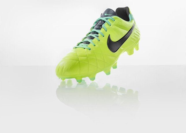 nike-football-introduces-new-high-visbility-collection-17