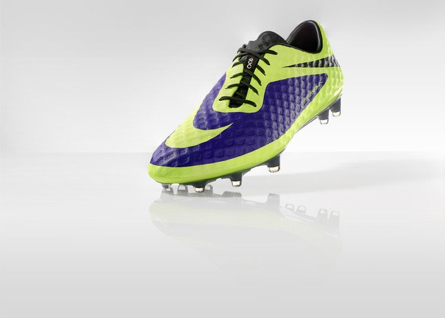 nike-football-introduces-new-high-visbility-collection-4