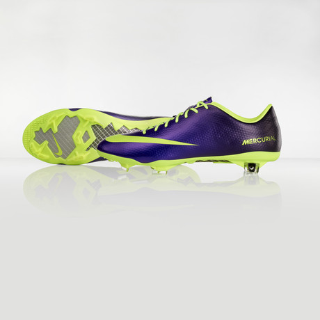 nike-football-introduces-new-high-visbility-collection-6
