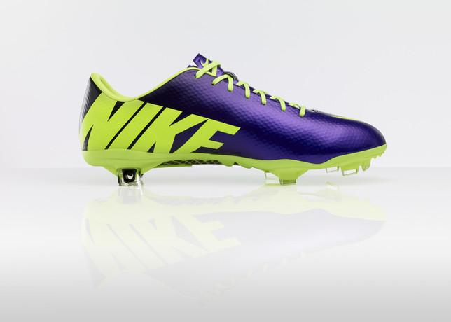 nike-football-introduces-new-high-visbility-collection-7