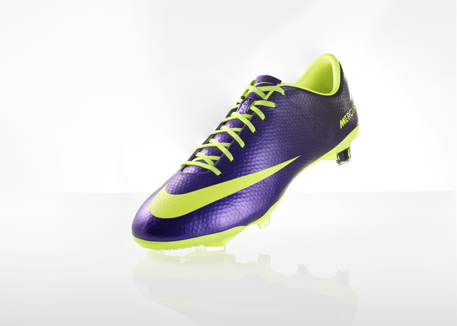 nike-football-introduces-new-high-visbility-collection-8