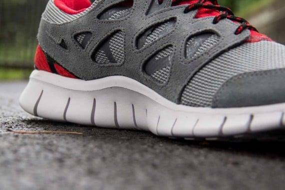 Nike Free Run 2 Cool Grey Challenge Red Black