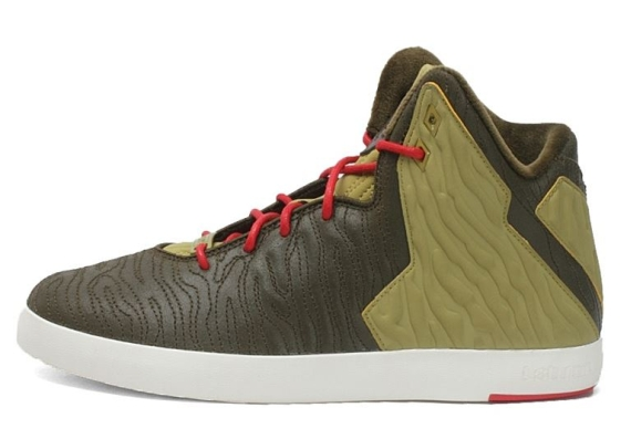 nike-lebron-xi-nsw-lifestyle-dark-loden-dark-loden-parachute-gold-university-red-release-date-info-2