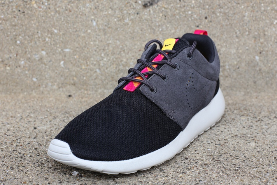 nike roshe run black dark charcoal