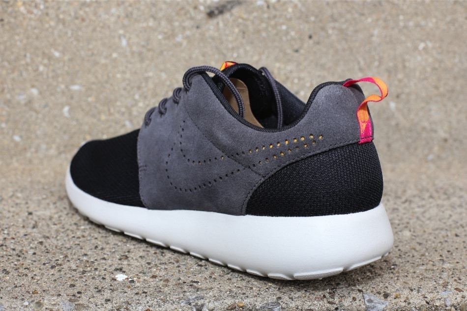 sports shoes a91e5 85127 pink and gray roshes