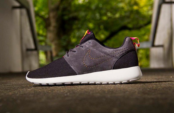 roshe run two tone suede
