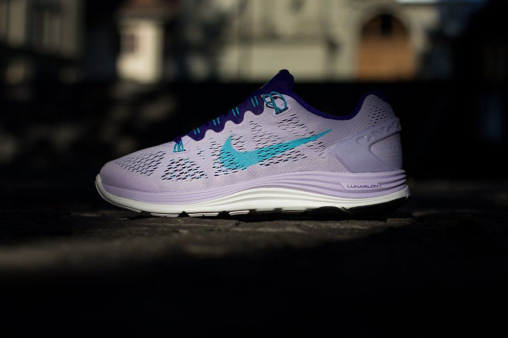 nike-wmns-lunarglide-5-violet-forst-gamma-blue-electric-purple-summit-white-1