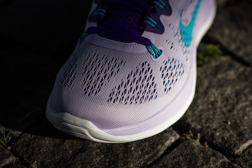 nike-wmns-lunarglide-5-violet-forst-gamma-blue-electric-purple-summit-white-3