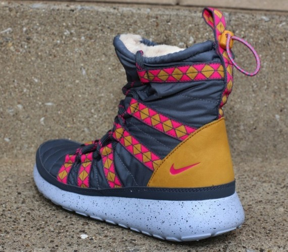 Nike WMNS Roshe Run Winter Boot Blue Pink Brown