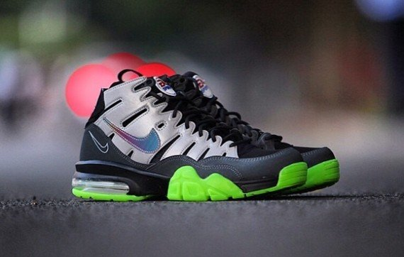 release-reminder-ea-sports-nike-air-trainer-max-2-94-premium-qs-madden-nfl-25-1