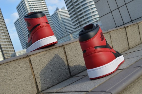 Air Jordan 1 Retro High OG Bred Closer Look