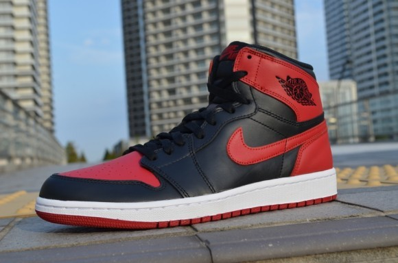 Air Jordan 1 Retro High OG Bred Closer Look
