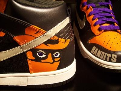 Nike Dunk WMNS Bandits Customs by Tekneek Customs