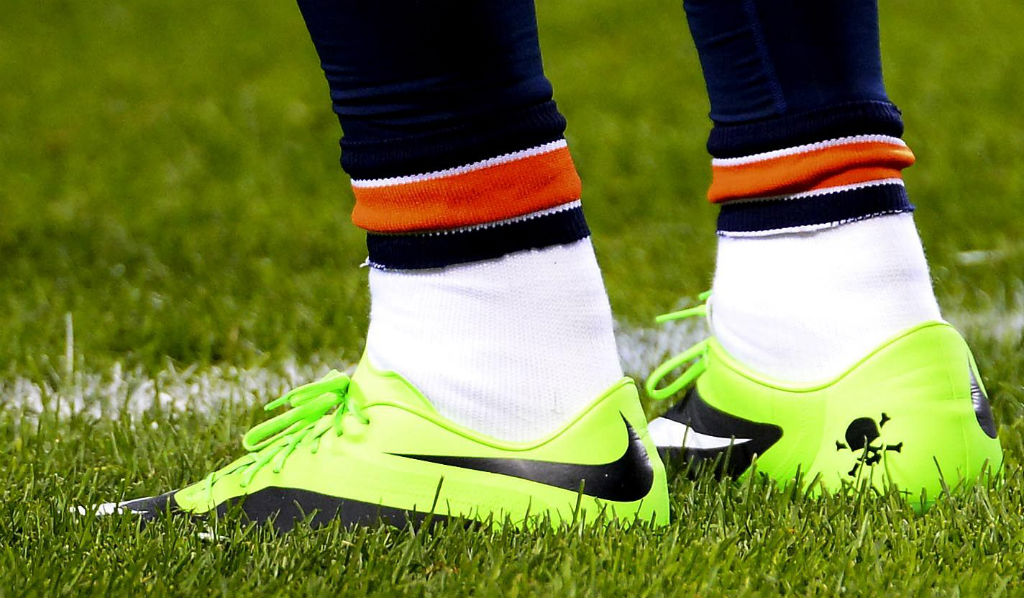 brandon-marshall-wears-green-nike-hyperveom-cleats-in-support-of-mental-illness-awareness-week-1
