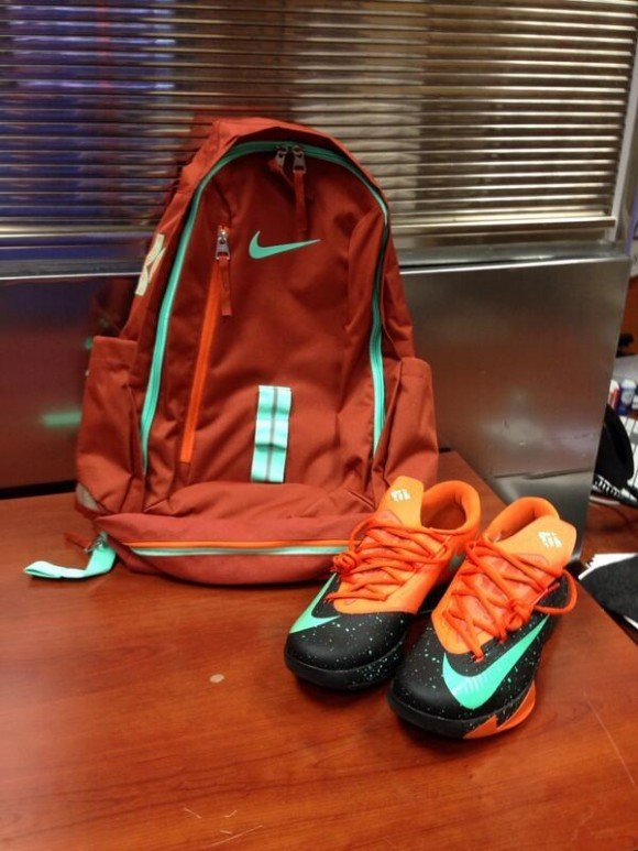 Kevin Durant Hooked Up the Texas Basketball Team With the Texas Nike KD VI