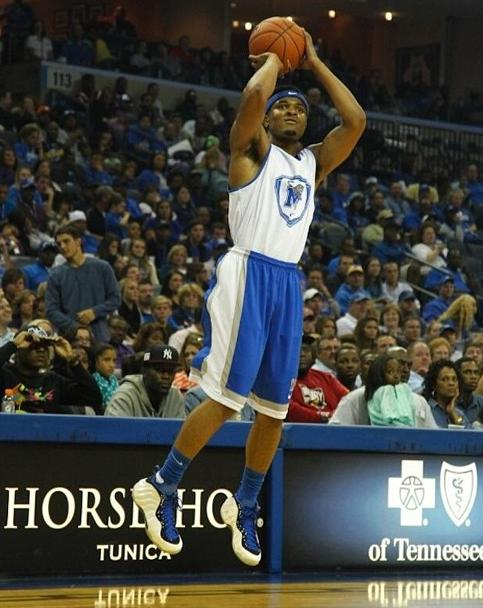 memphis-tigers-player-brings-out-nike-air-foamposite-one-shooting-stars-pe