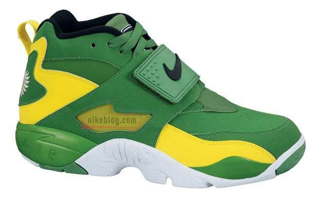 nike-air-diamond-turf-oregon-ducks-1