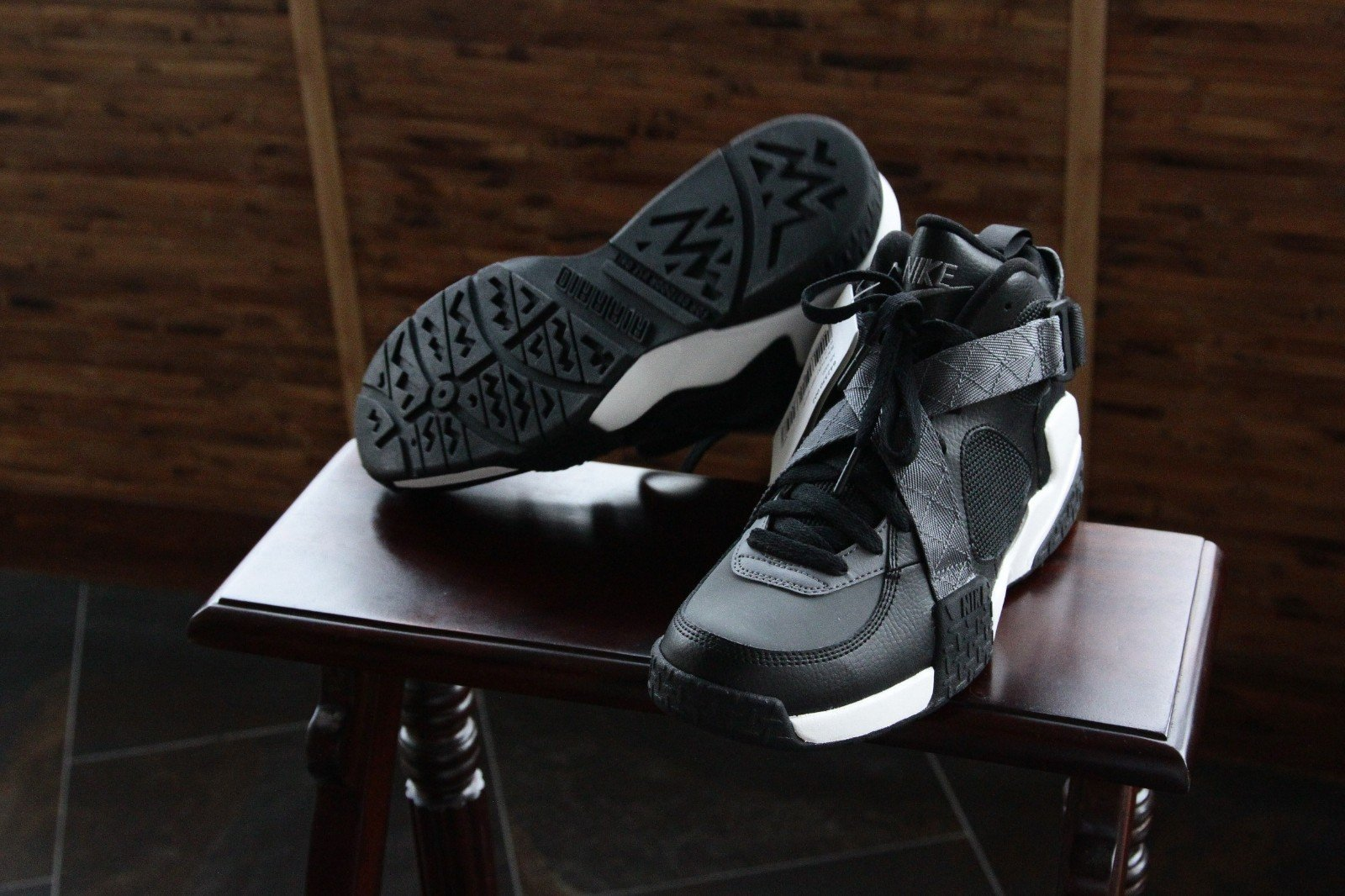 nike-air-raid-black-flint-grey-white-2014-sample-1