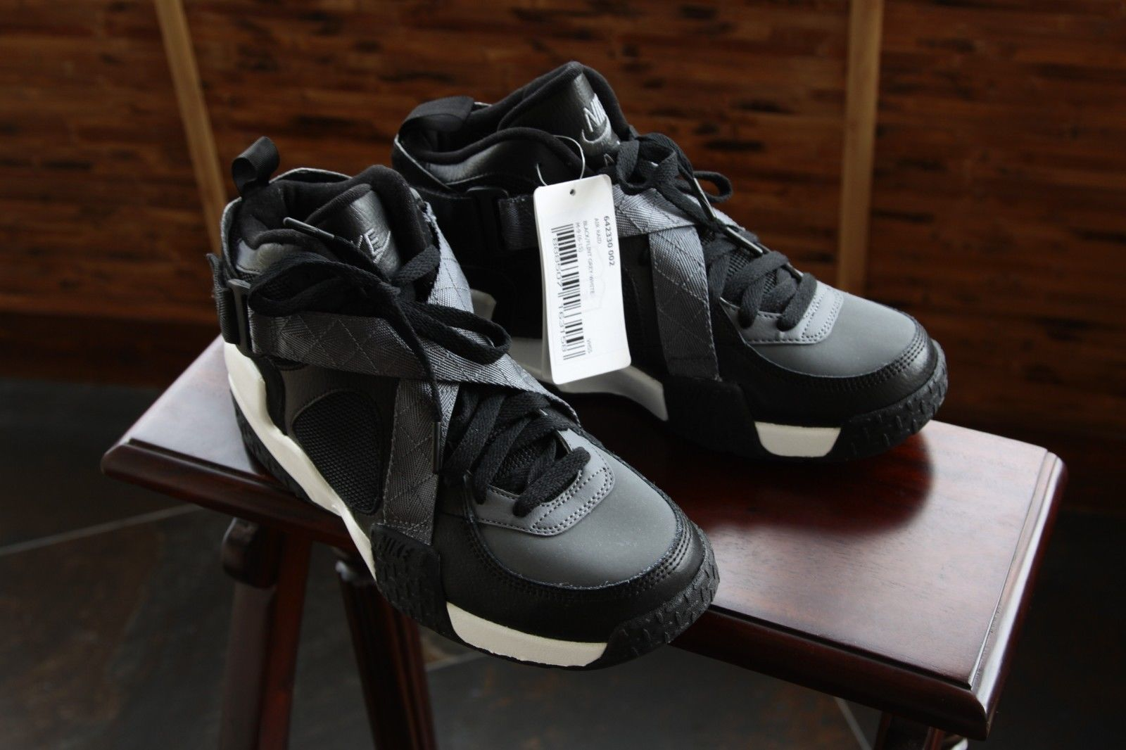 nike-air-raid-black-flint-grey-white-2014-sample-3