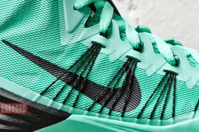 nike-hyperdunk-2013-green-glow-2