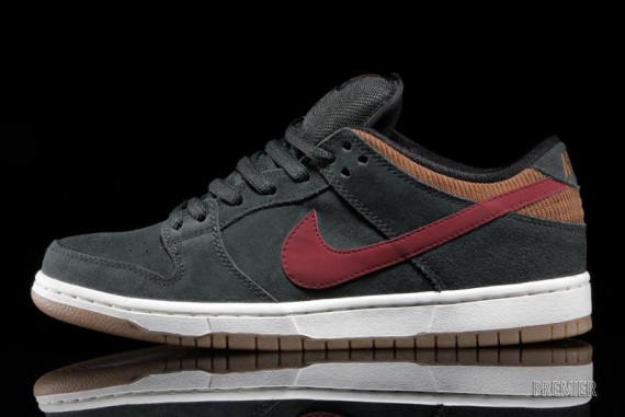 Nike SB Dunk Low Corduroy Now Available