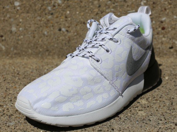Nike WMNS Roshe Run Premium Glow in the Dark Leopard Now Available