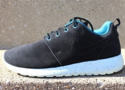 Nike WMNS Roshe Run Suede 'Black/Black-Dark Sea-Teal Tint'