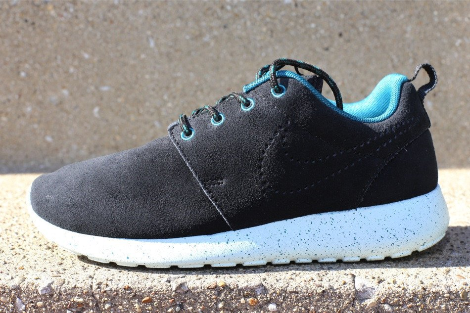 nike-wmns-roshe-run-suede-black-black-dark-sea-blue-tint-1