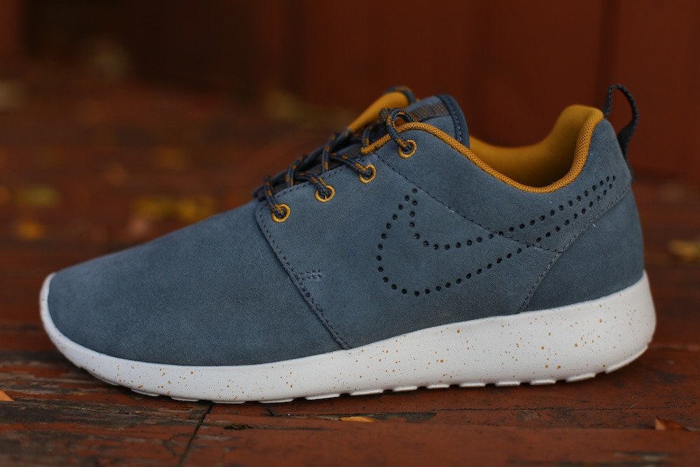 timeless design c6863 ccc00 nike-wmns-roshe-run-suede-dark-armory-blue-