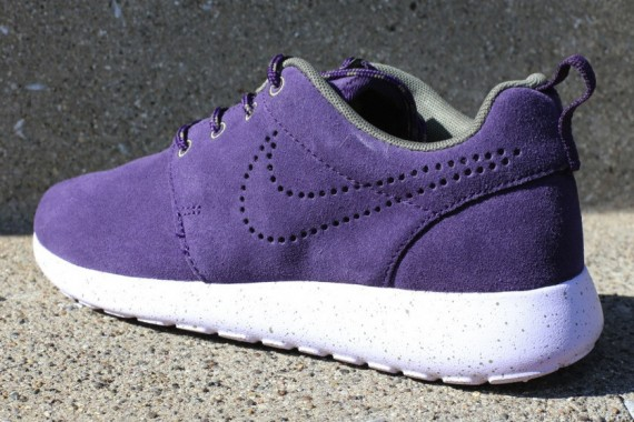 nike-wmns-roshe-run-suede-purple-dynasty-2