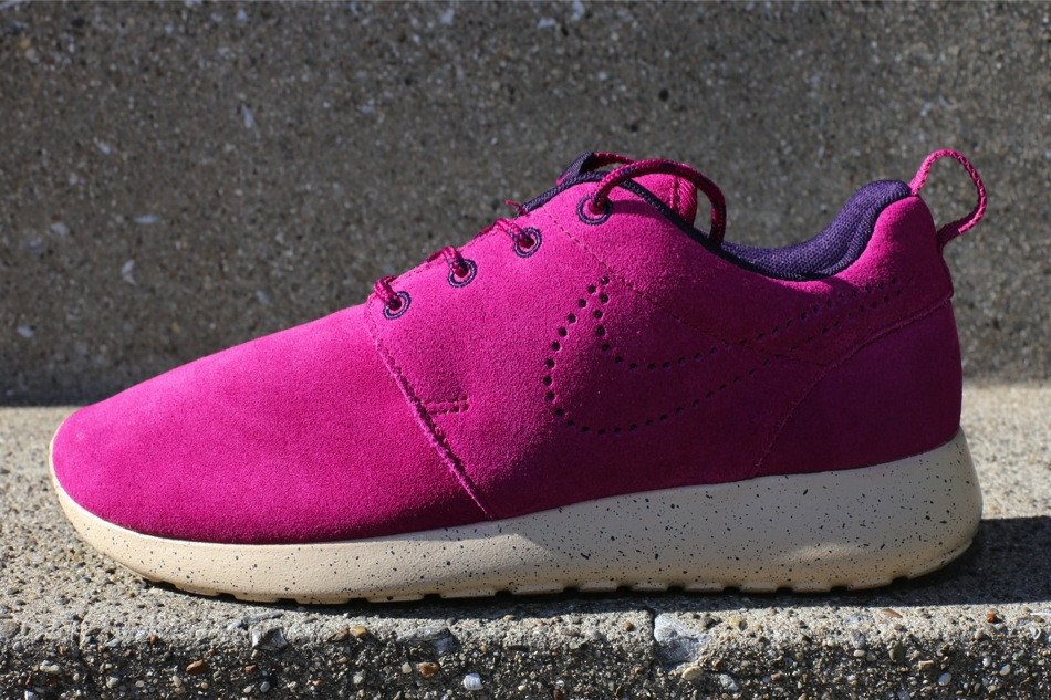 nike-wmns-roshe-run-suede-raspberry-red-raspberry-red-purple-dynasty-1