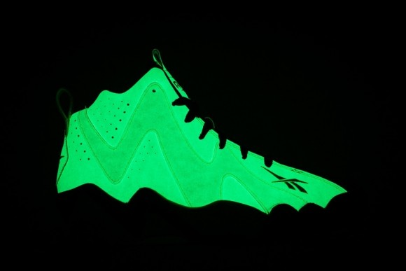 9f85409860c reebok kamikaze glow in the dark on feet