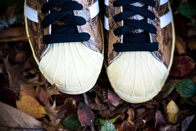 adidas-superstar-80s-woodland-snake