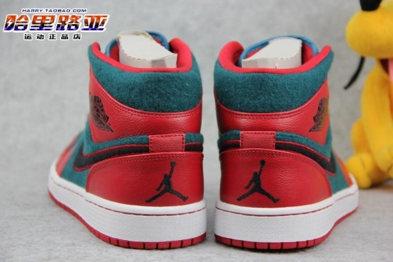 air-jordan-1-mid-gym-red-black-dark-sea-6