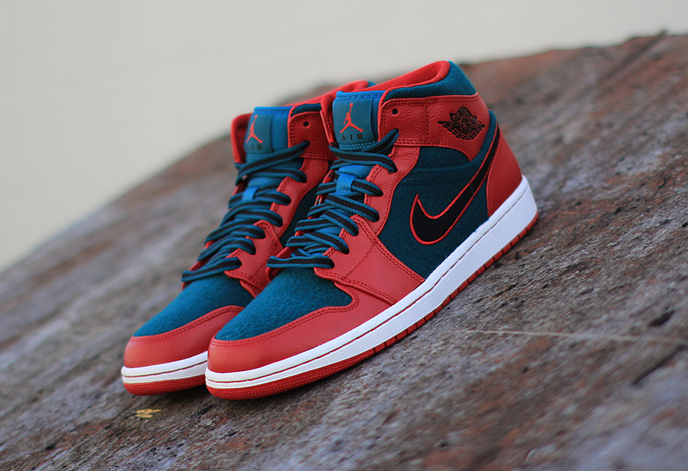 air-jordan-1-mid-gym-red-black-dark-sea-new-images-3