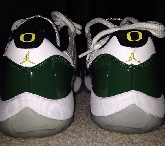 Air Jordan 11 Low Oregon Ducks