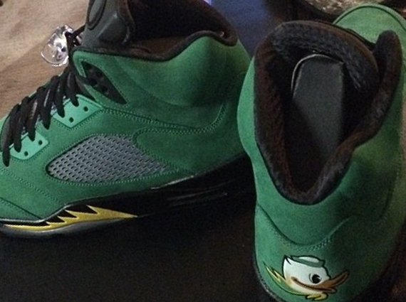 Kevin Durant Shows Off His Air Jordan 5 Oregon Ducks