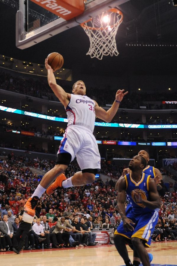 blake-griffin-catches-serious-air-in-jordan-super-fly-2-halloween-pe-3