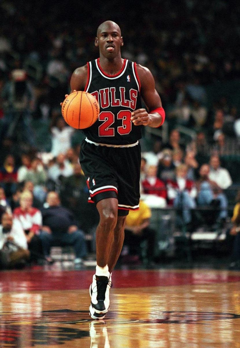 michael-jordan-names-his-favorite-kicks-of-all-time-4